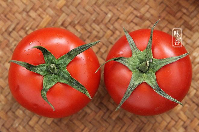 Nhìn và sờ vào 4 điểm trên quả cà chua, bạn sẽ chọn được quả vừa ngon vừa mọng nước - ảnh 1