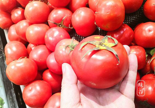 Nhìn và sờ vào 4 điểm trên quả cà chua, bạn sẽ chọn được quả vừa ngon vừa mọng nước - ảnh 3
