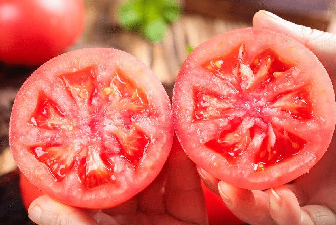 Nhìn và sờ vào 4 điểm trên quả cà chua, bạn sẽ chọn được quả vừa ngon vừa mọng nước - ảnh 4