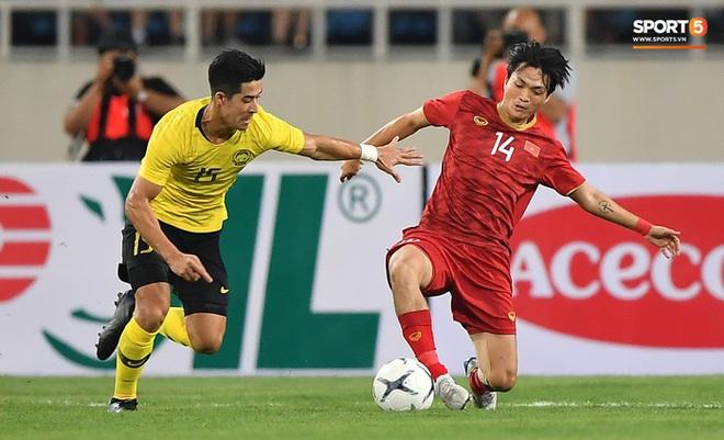 Người hâm mộ phải xem tuyển Việt Nam đá vòng loại World Cup lúc nửa đêm - ảnh 1