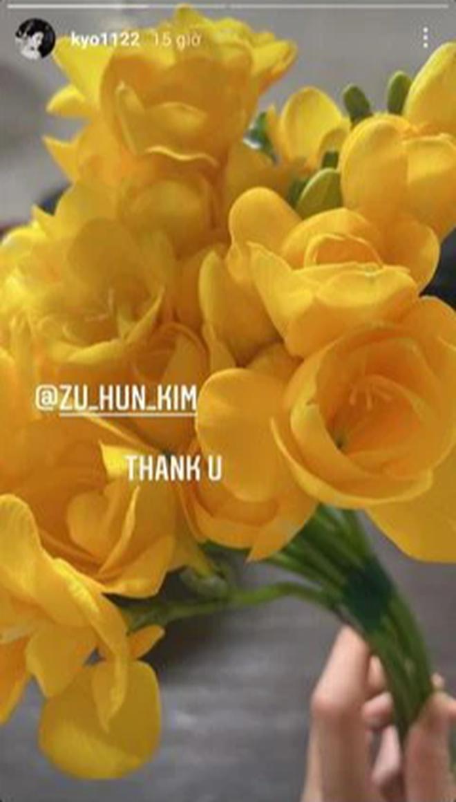 2 năm ly hôn Song Joong Ki, Song Hye Kyo lần đầu công khai khoe quà của 1 nam tài tử đình đám, có ẩn tình gì không đây? - Ảnh 2.