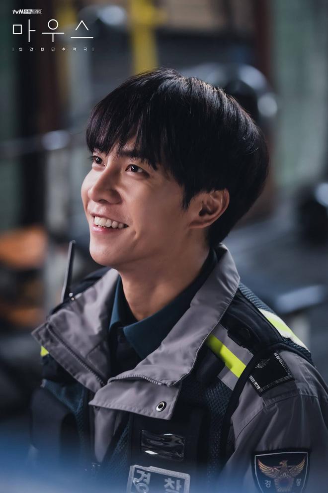 Lee Seung Gi thăng hạng diễn xuất nhờ vai phản diện đầu tay ở bom tấn Mouse 001