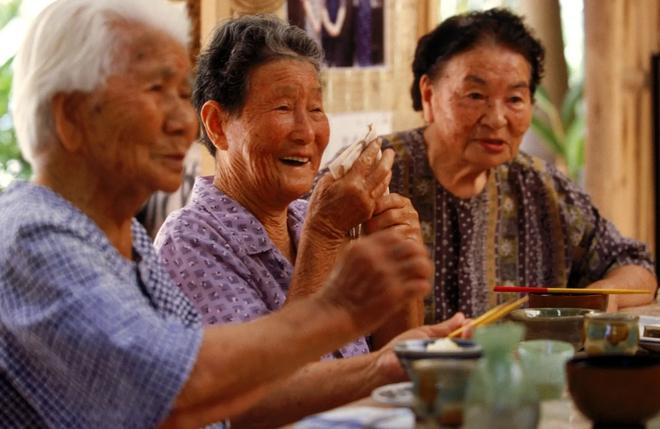Nhật Bản có một tỉnh mệnh danh là vùng đất của người sống thọ nhất thế giới: Bí quyết của họ là 4 kiểu ăn uống mà ai cũng có thể học theo - ảnh 1