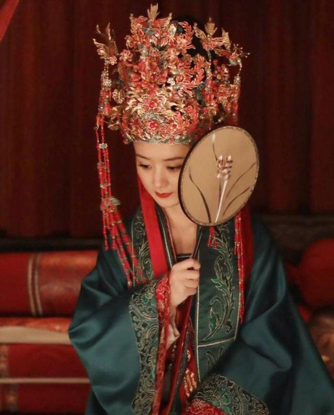 10 cô dâu Hoa ngữ đẹp nức nở sau lớp vải che mặt: Triệu Lệ Dĩnh - Lưu Diệc Phi cũng chào thua cặp đôi trùm cuối - ảnh 9