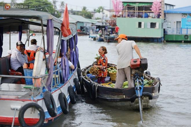 Về chợ nổi Cái Răng vừa ăn bún di động trên sông, vừa được karaoke khuyến mãi: Hát hay hơn chủ là khỏi trả tiền - Ảnh 4.