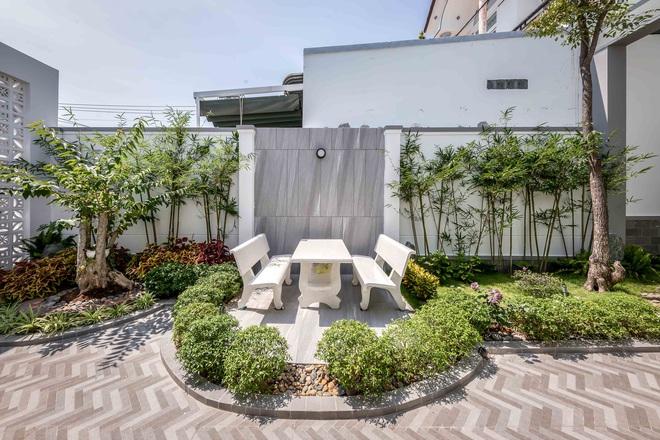 """""""nhà phố ở quê"""" sở hữu 2 mặt tiền cực đắc địa, chỉ có 1 tầng nhưng đẹp không kém resort - ảnh 2."""