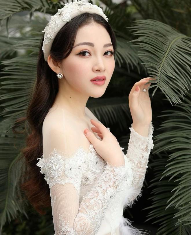 Cô dâu 200 cây vàng được chồng chiều như bà hoàng, tặng chiếc đồng hồ chỉ sương sương 1,6 tỷ chứ nhiêu - ảnh 1