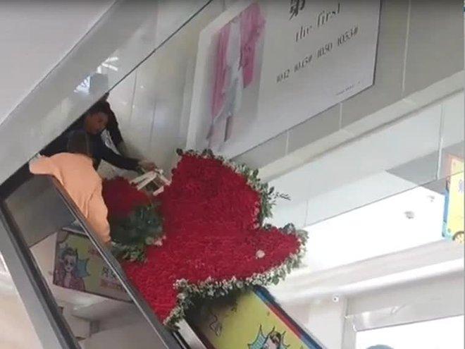 Thanh niên tặng vợ cũ trái tim làm từ 1314 bông hoa hồng nhưng giữa đường thì vỡ tim - ảnh 2