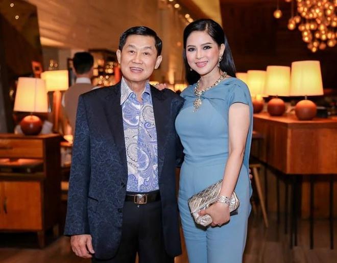 Tỷ phú Johnathan Hạnh Nguyễn từng yêu điên cuồng: Đi mọi chuyến bay mà vợ làm tiếp viên, vé có thể lấp đầy cả một căn phòng lớn - ảnh 1