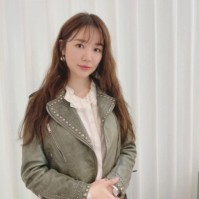 """Sau bao nhiêu năm, Yoon Eun Hye giờ mới công khai """"thả thính"""" Kim Jong Kook: Tình cũ không rủ cũng tới hay gì? - Ảnh 5."""