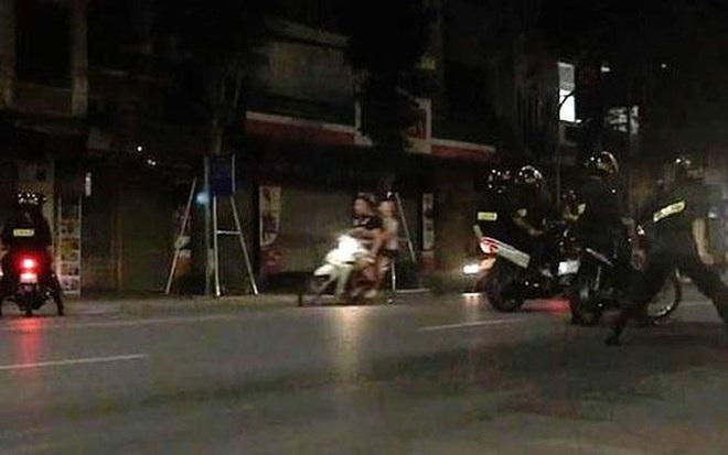6 học sinh Hà Nội đua xe máy trong đêm - ảnh 1