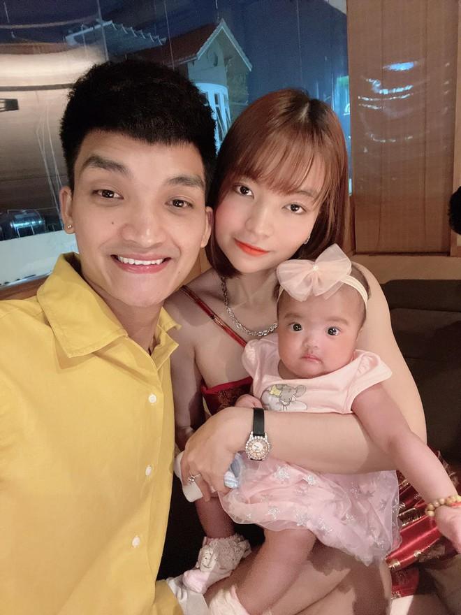 Mạc Văn Khoa khoe ảnh gia đình hạnh phúc, netizen xỉu up xỉu down với gương mặt tấu hài của cô con gái - ảnh 2