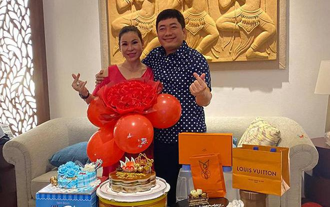 Cuộc sống của diễn viên Kinh Quốc trước khi vợ đại gia bị bắt: Được bà xã tặng xe hơi 6 tỷ, sở hữu biệt thự và toà nhà cao cấp - ảnh 6