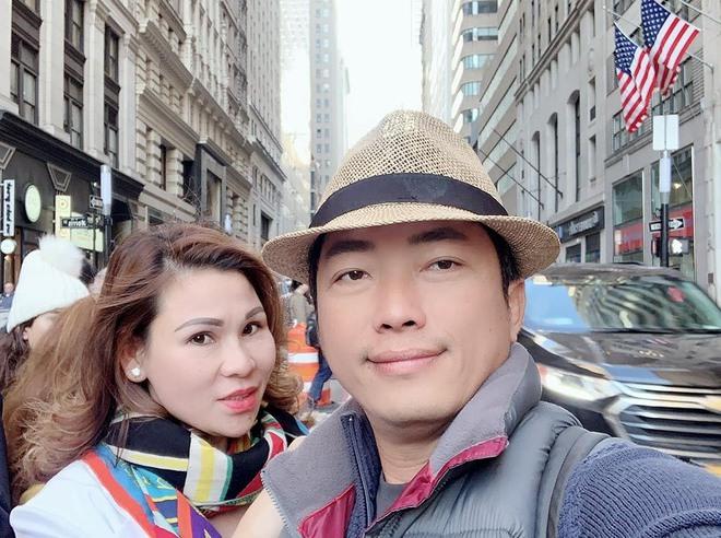 Cuộc sống của diễn viên Kinh Quốc trước khi vợ đại gia bị bắt: Được bà xã tặng xe hơi 6 tỷ, sở hữu biệt thự và toà nhà cao cấp - ảnh 7