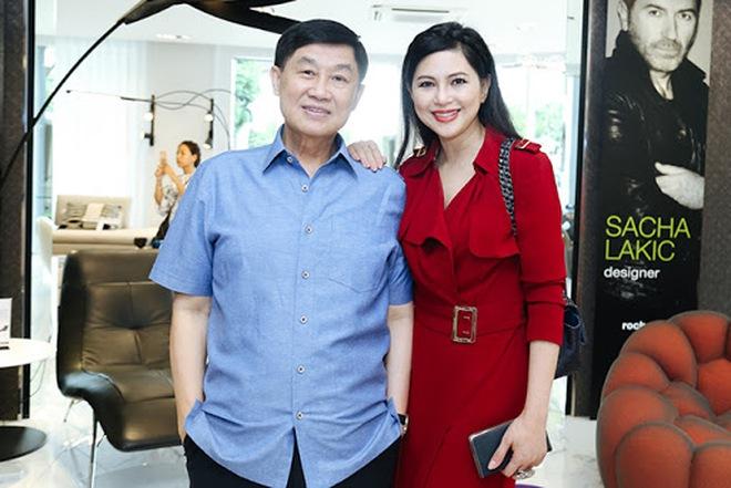 Tỷ phú Johnathan Hạnh Nguyễn từng yêu điên cuồng: Đi mọi chuyến bay mà vợ làm tiếp viên, vé có thể lấp đầy cả một căn phòng lớn - ảnh 10