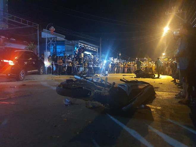 Nóng: Ô tô tông hàng loạt xe máy, 2 người chết, 6 người bị thương - Ảnh 4.