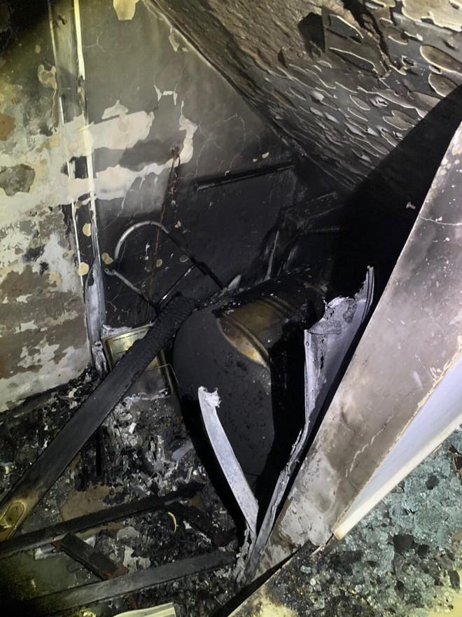 TP.HCM: Cháy nhà 3 tầng vào rạng sáng, 5 người mắc kẹt kêu cứu - ảnh 3