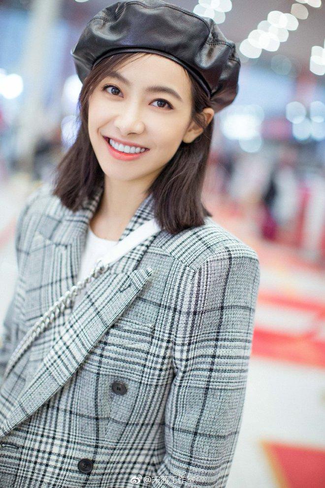 Victoria f(x) hôm nay chính thức rời khỏi SM Entertainment, ai ngờ hứng gạch đá tới tấp dù là nữ thần Kim Ưng - ảnh 1