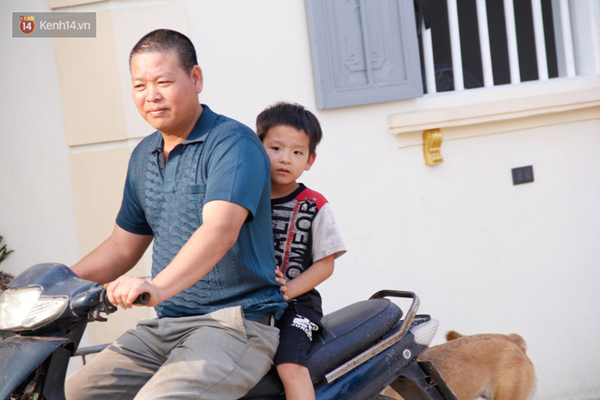 Vợ mất khi mang thai đứa con thứ 9, ông bố gà trống nuôi 8 đứa con thơ: Dù khó khăn, bố con mình vẫn nuôi nhau cho vui - ảnh 10