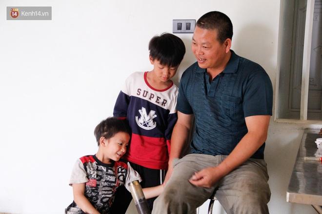 Vợ mất khi mang thai đứa con thứ 9, ông bố gà trống nuôi 8 đứa con thơ: Dù khó khăn, bố con mình vẫn nuôi nhau cho vui - ảnh 9