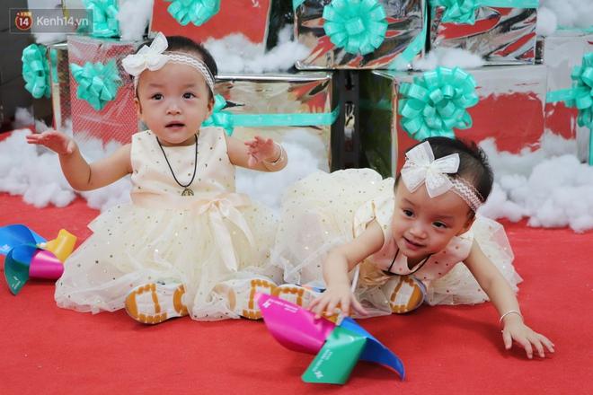 Bé Diệu Nhi được phẫu thuật hoàn chỉnh đường tiêu hóa, chị gái Trúc Nhi đi cùng để cổ vũ cực dễ thương - ảnh 2