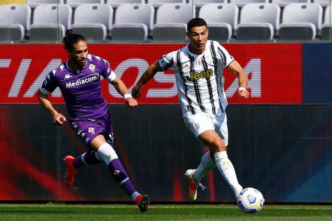 Tiết lộ sốc: Cristiano Ronaldo cáu kỉnh và cô lập với các đồng đội ở Juventus - ảnh 2
