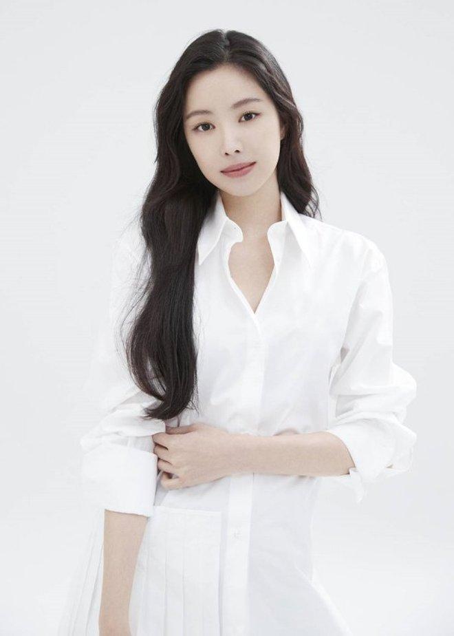 Naeun (Apink) tung ảnh hậu trường gây ngỡ ngàng: Nhìn mới biết không dao kéo, loạt ảnh giả trân YG đăng là bị hại? - ảnh 8