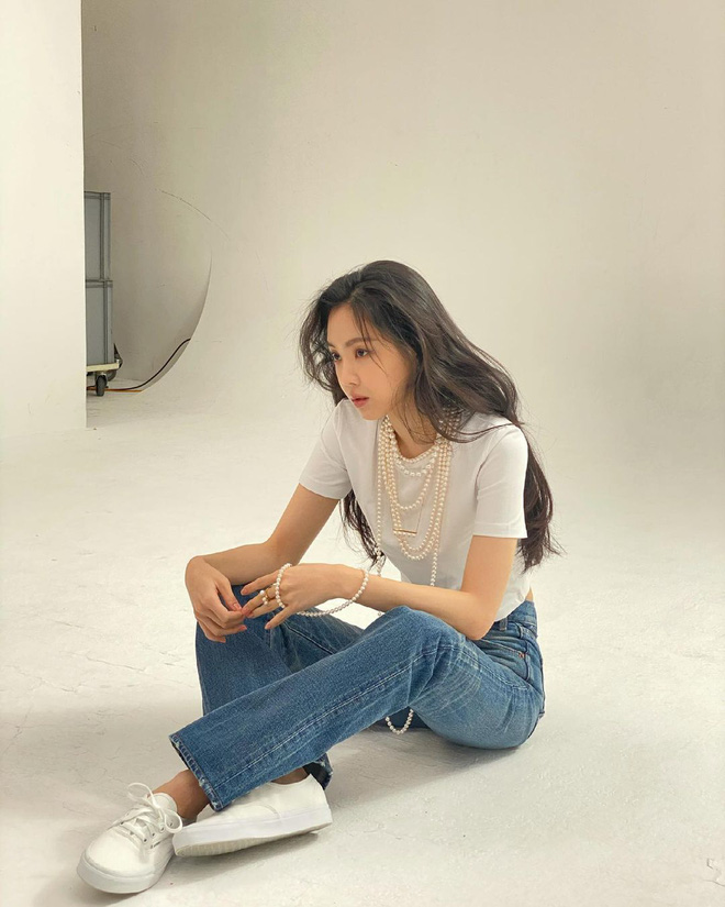Naeun (Apink) tung ảnh hậu trường gây ngỡ ngàng: Nhìn mới biết không dao kéo, loạt ảnh giả trân YG đăng là bị hại? - ảnh 7