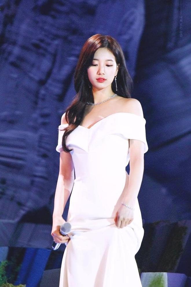 Nữ thần Baeksang gọi tên Suzy: 5 năm làm host rung chuyển xứ Hàn vì visual tuyệt mỹ, đỉnh nhất lần hở bạo và xén tóc ngắn cũn - ảnh 11