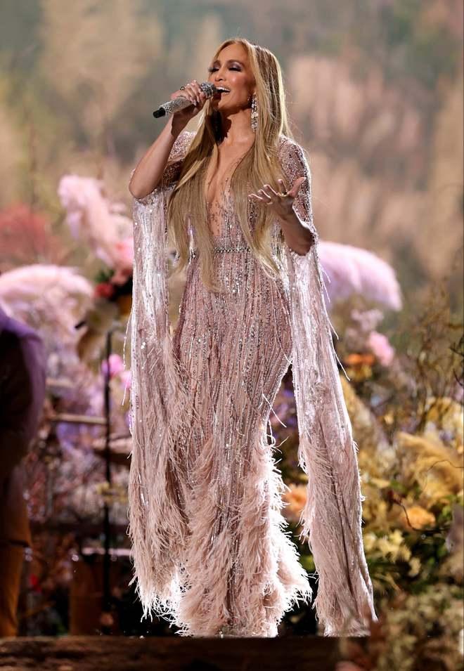 Selena Gomez dừ chát dù là host chủ trì, bị Jennifer Lopez bốc lửa hơn 23 tuổi và dàn sao chặt đẹp ở sự kiện khủng - ảnh 11