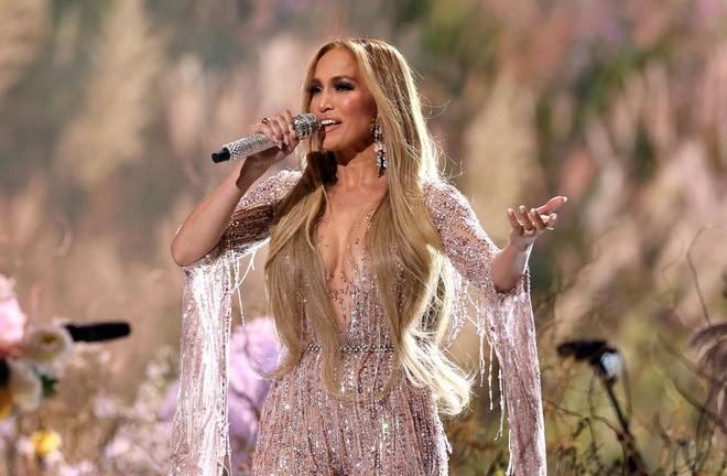 Selena Gomez dừ chát dù là host chủ trì, bị Jennifer Lopez bốc lửa hơn 23 tuổi và dàn sao chặt đẹp ở sự kiện khủng - ảnh 10