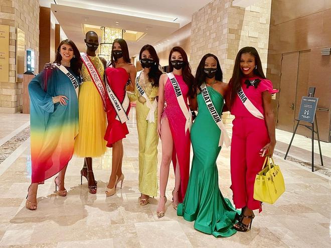 """Khánh Vân diện váy xẻ cao đọ chân dài miên man bên dàn đối thủ Miss Universe, xoay 1 cú khiến dân tình """"toát mồ hôi"""" - ảnh 2"""
