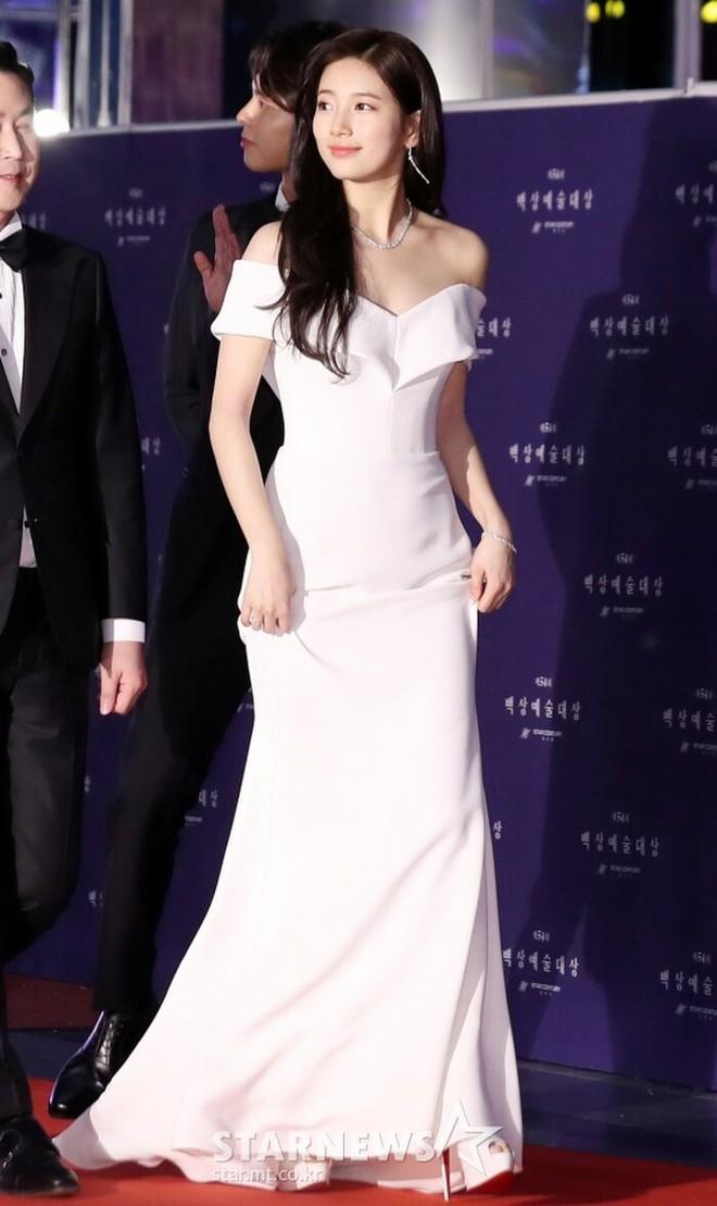 Nữ thần Baeksang gọi tên Suzy: 5 năm làm host rung chuyển xứ Hàn vì visual tuyệt mỹ, đỉnh nhất lần hở bạo và xén tóc ngắn cũn - ảnh 9