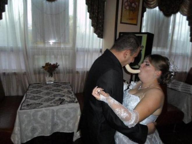 Tuyển tập những tấm ảnh cưới không đẹp tí nào nhưng chắc chắn cô dâu chú rể đều... vui tính - ảnh 14