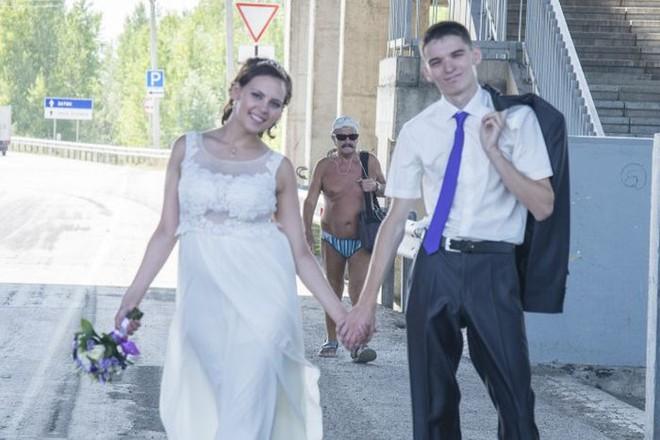 Tuyển tập những tấm ảnh cưới không đẹp tí nào nhưng chắc chắn cô dâu chú rể đều... vui tính - ảnh 17
