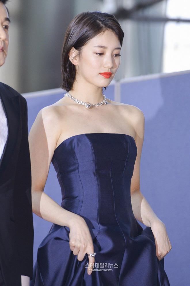 Nữ thần Baeksang gọi tên Suzy: 5 năm làm host rung chuyển xứ Hàn vì visual tuyệt mỹ, đỉnh nhất lần hở bạo và xén tóc ngắn cũn - ảnh 7