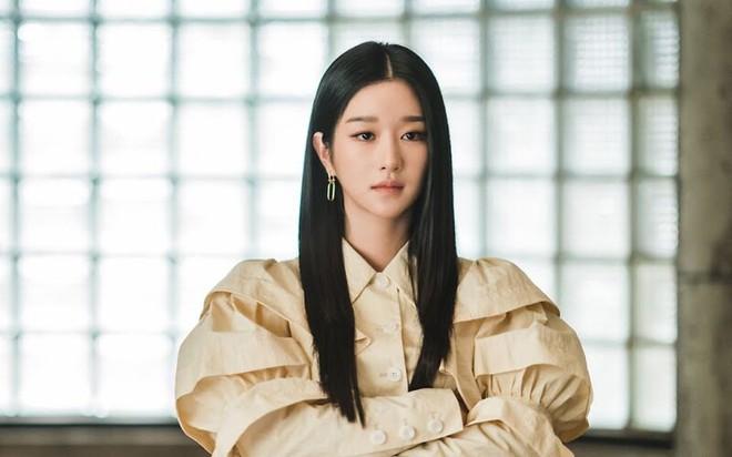 Baeksang 2021 gây tranh cãi: Seo Ye Ji dẫn đầu bất chấp phốt, Kim Soo Hyun - Song Joong Ki bị nam phụ Start Up cho ngửi khói - ảnh 4
