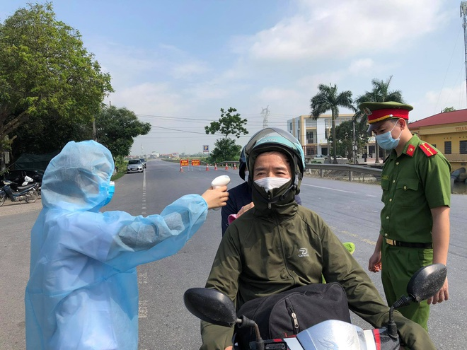 Dịch Covid-19 ngày 10/5: Nữ điều dưỡng ở Đà Nẵng và 4 nhân viên BV Chợ Rẫy bị sốc phản vệ sau tiêm vắc xin - Ảnh 1.