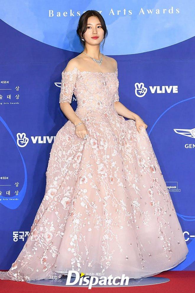 Nữ thần Baeksang gọi tên Suzy: 5 năm làm host rung chuyển xứ Hàn vì visual tuyệt mỹ, đỉnh nhất lần hở bạo và xén tóc ngắn cũn - ảnh 12