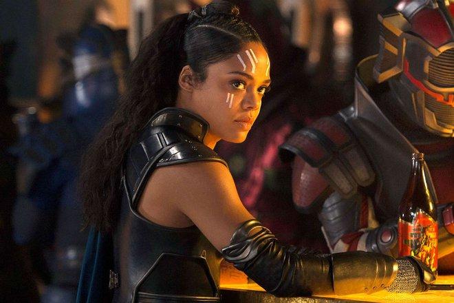 """DC, Marvel đã giấu nhẹm yếu tố LGBT của các nhân vật lừng lẫy: Harley Quinn cuồng gái đẹp, """"thánh lầy"""" Deadpool mê cả nam lẫn nữ! - Ảnh 12."""