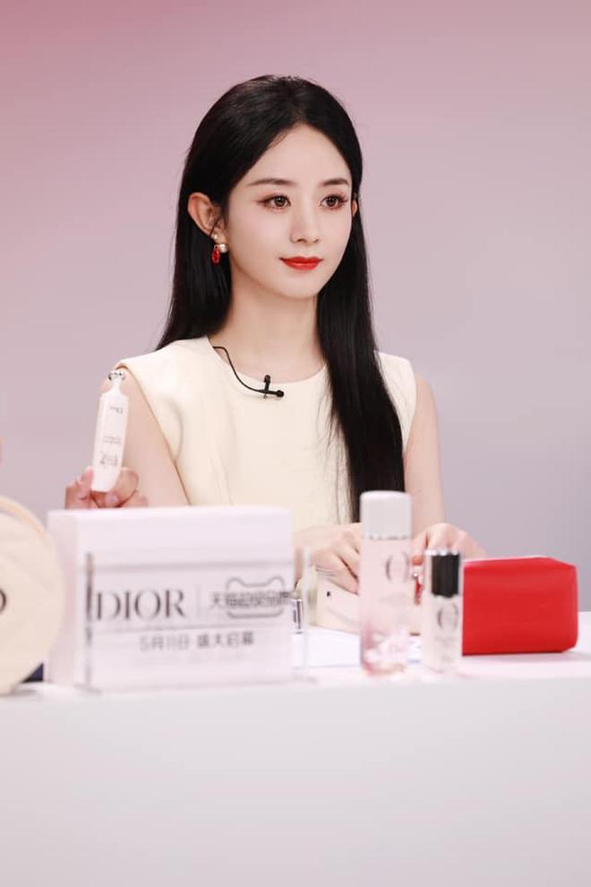 Triệu Lệ Dĩnh bị chê giả tạo vì makeup dày cộp khi livestream quảng cáo đồ dưỡng da - ảnh 2