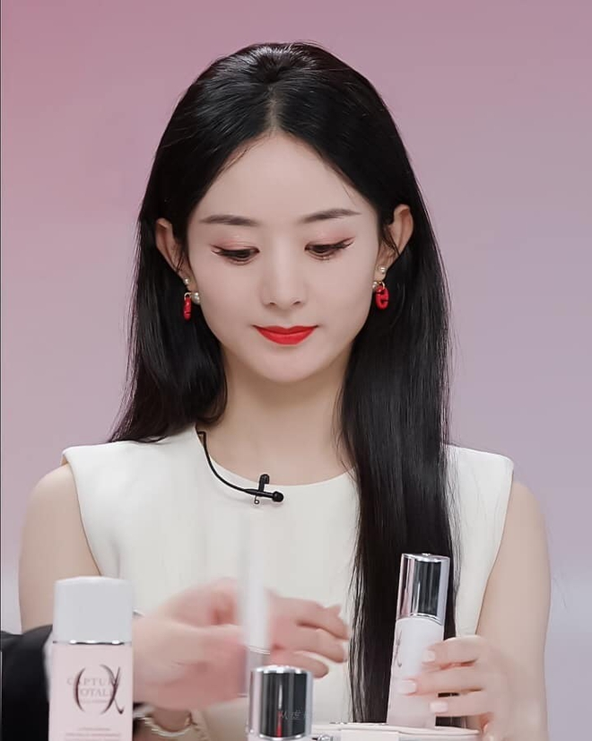 Triệu Lệ Dĩnh bị chê giả tạo vì makeup dày cộp khi livestream quảng cáo đồ dưỡng da - ảnh 4