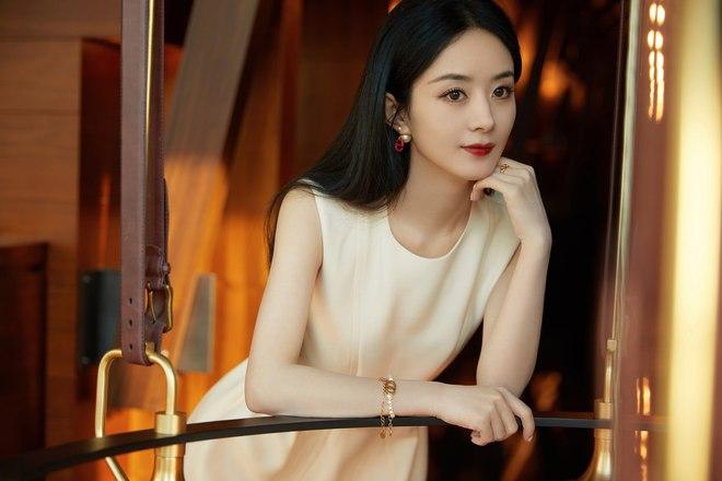 Triệu Lệ Dĩnh bị chê giả tạo vì makeup dày cộp khi livestream quảng cáo đồ dưỡng da - ảnh 8
