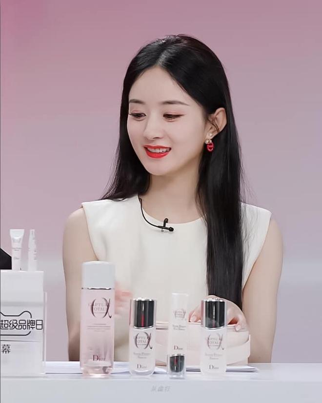 Triệu Lệ Dĩnh bị chê giả tạo vì makeup dày cộp khi livestream quảng cáo đồ dưỡng da - ảnh 3