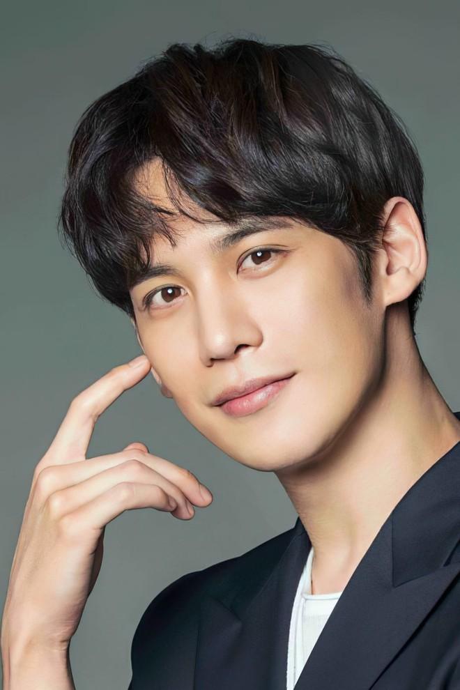 Sao Hàn lên chức CEO: Tài tử Bae Yong Joon thành ông hoàng đế chế, Ha Ji Won - Hyun Bin chưa sốc bằng nam idol Kang Daniel 23 tuổi - ảnh 18
