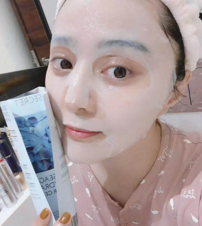 Triệu Lệ Dĩnh bị chê giả tạo vì makeup dày cộp khi livestream quảng cáo đồ dưỡng da - ảnh 10