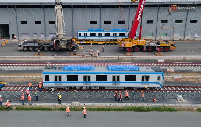 TP.HCM: Toàn cảnh lắp ráp đoàn tàu Metro số 1 nặng 37 tấn vào đường ray, sẵn sàng chạy thử - ảnh 15