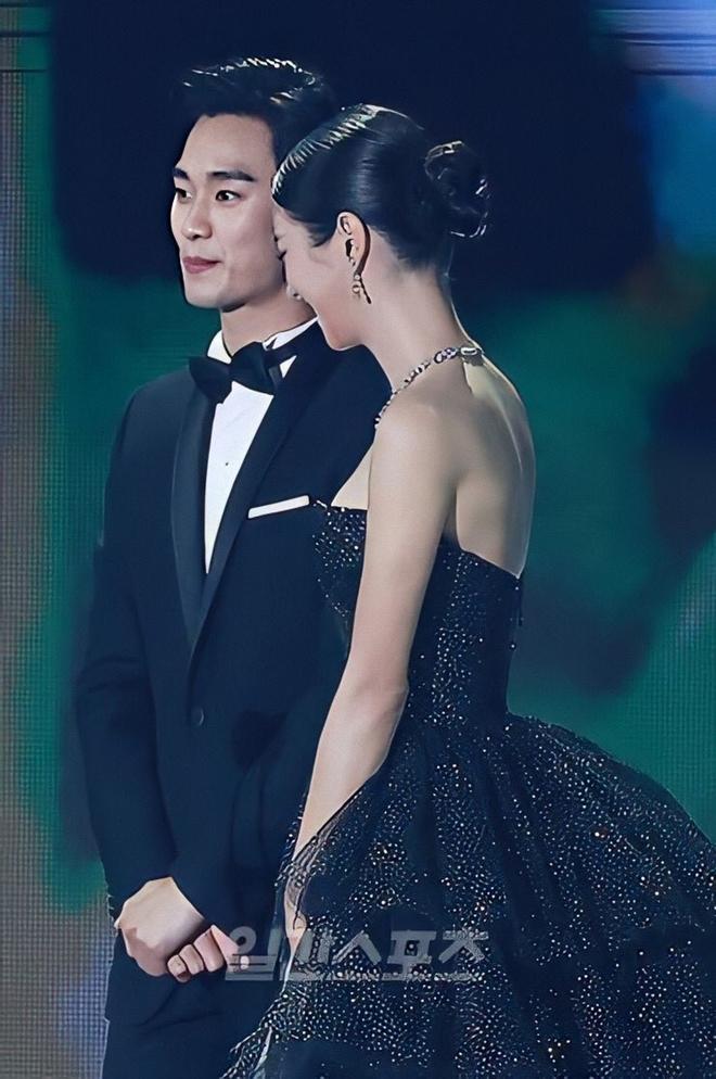 Điên nữ Seo Ye Ji từng rung chuyển Baeksang với visual ngộp thở bên Kim Soo Hyun, dự năm nay bung tỏa mặc kệ phốt đây - ảnh 4