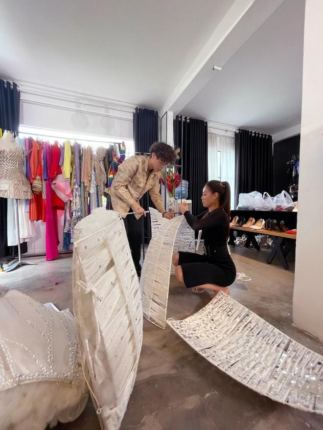 Bên trong 15 vali Khánh Vân mang đến Miss Universe: Đầu tư chỉn chu từ váy áo đến phụ kiện, riêng 1 chi tiết xứng đáng 10 điểm - ảnh 11