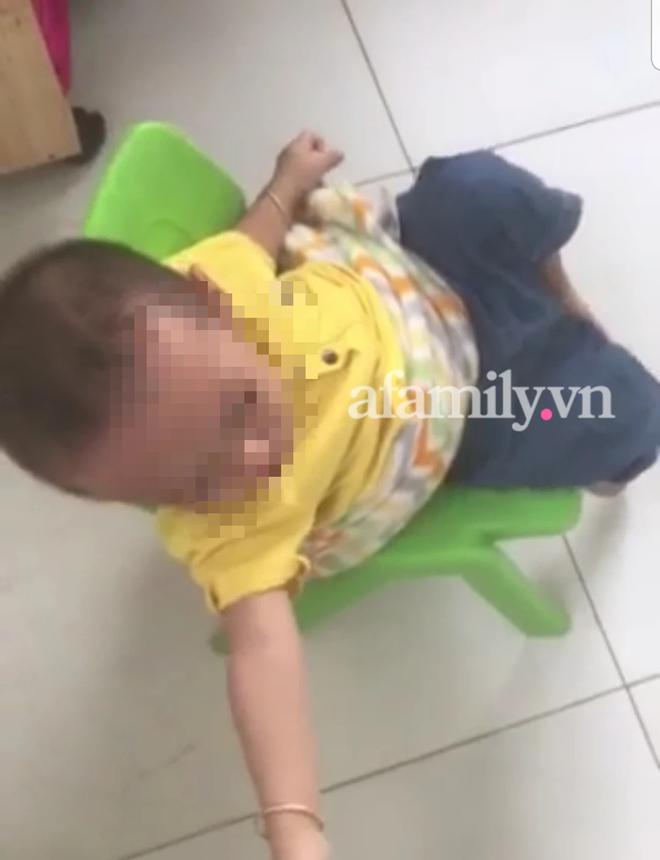 Cô giáo mầm non lấy chăn buộc trẻ vào ghế từ sáng đến trưa mặc bé gào khóc cầu cứu, nguyên nhân khiến nhiều phụ huynh bức xúc - ảnh 2
